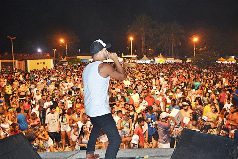 Carnaval: Banda Swing Mais anima multidão no Prado - Prado